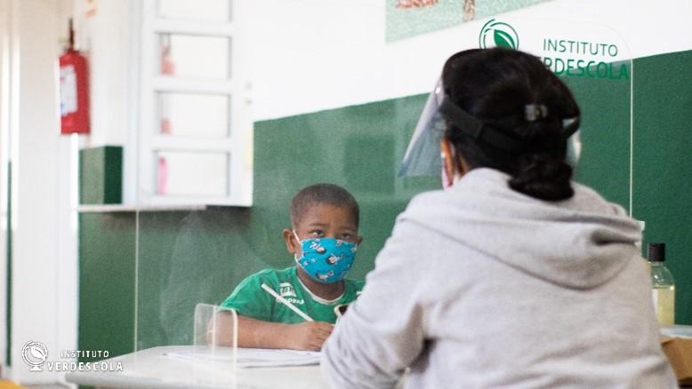Instituto Verdescola realiza ação de preservação ambiental no Dia Mundial de Limpeza  de Rios e Praias