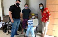 Mais uma família recebe escritura definitiva de sua casa em São Sebastião