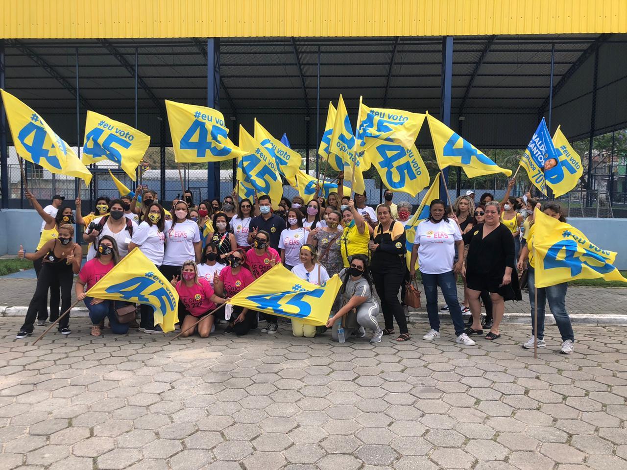 """Candidatas do movimento """"Agora São Elas"""" fazem caminhada na região da Topolândia"""