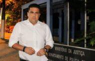 Prefeito Felipe Augusto vai à Polícia Federal após ataque pessoal em rede social