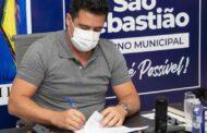 Prefeito Felipe Augusto reúne taxistas e atende reivindicações da categoria