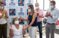 Técnica de enfermagem é a 1ª a ser vacinada contra COVID-19 em São Sebastião