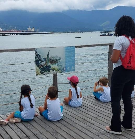 Alunos da Escolinha Cantinho do Saber visitam Observatório de Tartarugas na Rua da Praia em São Sebastião