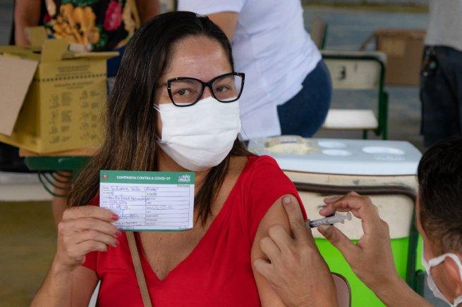 São Sebastião vacina mais de 500 profissionais da educação com a primeira dose contra Covid-19