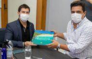 Prefeito recebe deputado federal e emenda de R$ 350 mil para campo de grama sintética