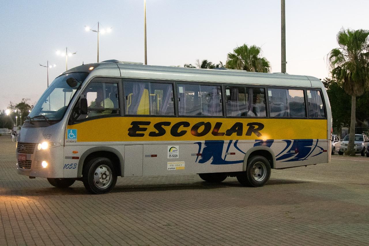 Veículos que farão o transporte escolar  adaptado em São Sebastião são entregues